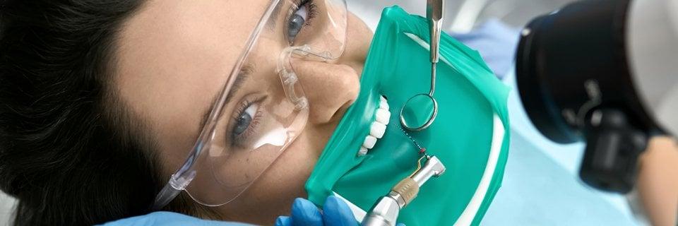 La diga dentale di gomma: sicurezza e vantaggi